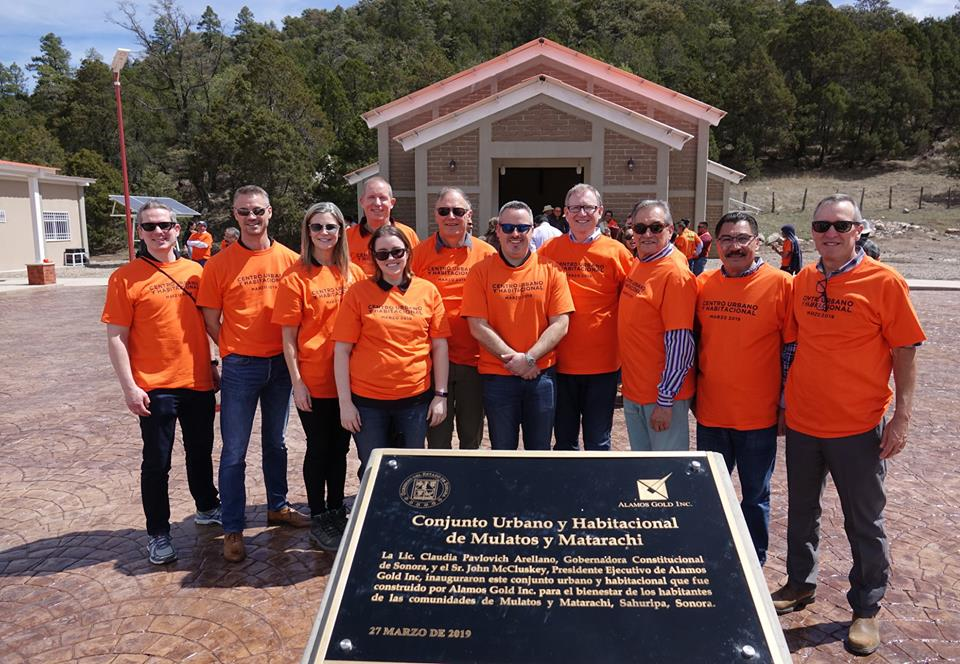 Alamos Gold entrega conjunto urbano y habitacional en Matarachi